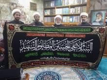 اهدای پرچم عزای حضرت سیدالشهدا علیهالسلام به عتبه مقدّسه حسینی